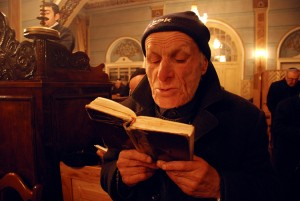 750-Tbilisi_synagogue_Hanukkah_-_prayer_01