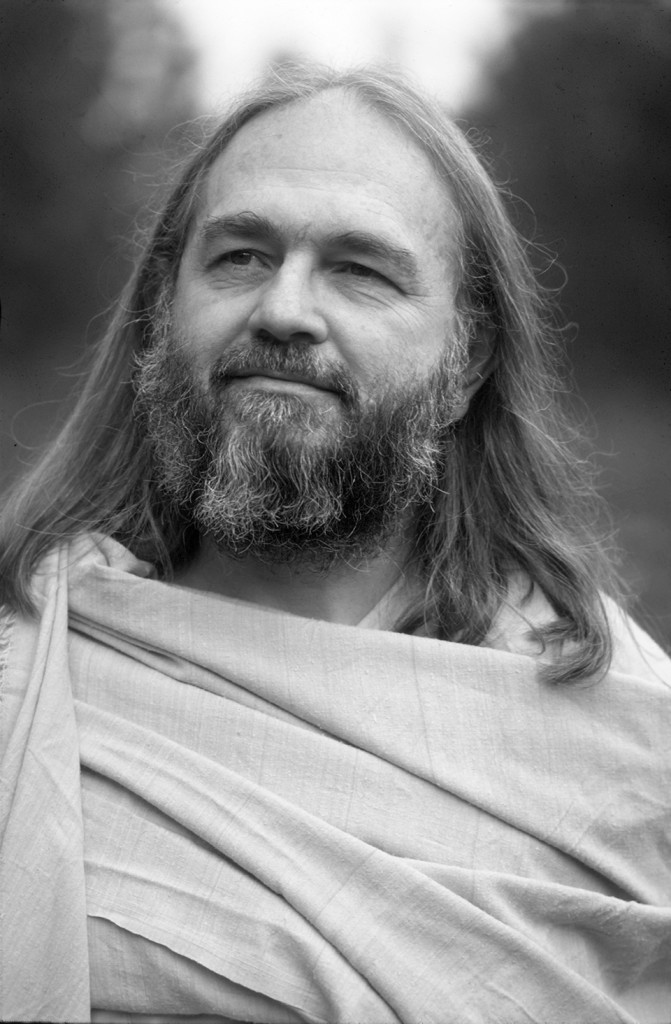 Swami Kriyananda in the mid-1970s — sharing the teachings of Paramhansa Yogananda with dynamic energy.