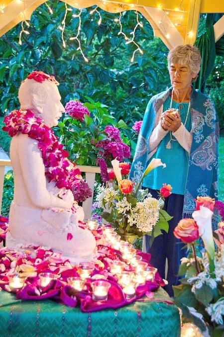 Devotee worships at Lahiri shrine, Ananda Community, Mountain View, California. Click to enlarage.